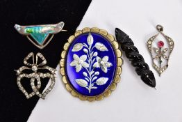 FIVE PIECES OF EARLY 20TH CENTURY JEWELLERY, to include an arts and crafts silver brooch, set with