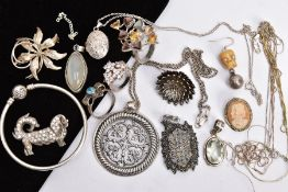 A SELECTION OF SILVER AND WHITE METAL JEWELLERY, to include a silver ring in the form of a bow,