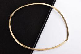 A 9CT GOLD ARTICUALTED CHIAMPESAN COLLAR NECKLACE, flat link articulated collar of a V-shape, fitted