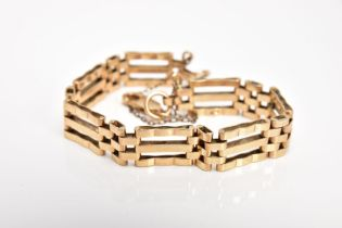A 9CT GOLD GATE BRACELET, approximate width 5.4mm, fitted with a lobster claw clasp, hallmarked