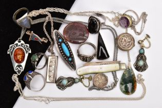 A TRAY OF ASSORTED SILVER AND WHITE METAL JEWELLERY, to include a silver ingot pendant, hallmarked