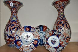 FIVE PIECES OF LATE 19TH/EARLY 20TH CENTURY JAPANESE IMARI PORCELAIN, comprising a pair of frilled