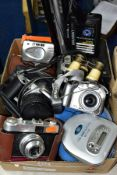 A BOX OF PHOTOGRAPHIC EQUIPMENT, ETC, to include a Canon EOS 500N 35mm SLR camera with Sigma 28-