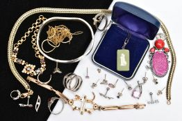 A BAG OF ASSORTED JEWELLERY, to include four white metal rings, each stamped '925', a wavy white