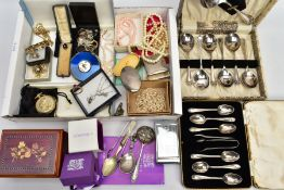 A SELECTION OF ITEMS, to include various items of silver and white metal jewellery, approximate