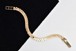 A 9CT GOLD FLAT LINK BRACELET, brick link design, fitted with a fold over clasp, hallmarked 9ct gold
