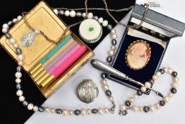 A BAG OF ASSORTED ITEMS, to include a cameo brooch of an oval form, depicting a lady in profile,