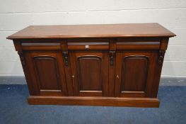 A REPRODUCTION VICTORIAN STYLE MAHOGANY SIDEBOARD with three drawers, width 163cm x depth 50cm x