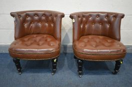 A PAIR OF BUTTONED BROWN LEATHERETTE CHAIRS, on turned ebonised front legs