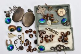 A BAG OF ASSORTED ITEMS, to include white metal and enamel buttons, two white metal initial