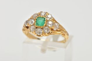 AN EARLY 20TH CENTURY EMERALD AND DIAMOND CLUSTER RING, centring on an AF square cut emerald (