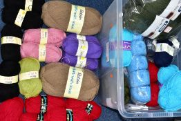 A BOX OF VARIOUS WOOL AND YARNS, to include Eurospun Block Buster chunky shade 613 (three and one