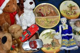 A BOX OF TOYS AND THREE ROYAL DOULTON SERIESWARE CHARGERS, to include a boxed Windsor Collection