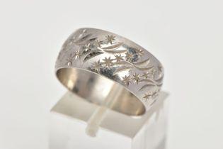 A PLATINUM WIDE BAND, engraved star design, approximate width 8.9mm, hallmarked platinum London,