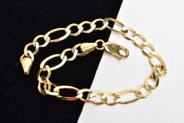A 9CT GOLD FIGARO BRACELET, flat links fitted with a lobster claw clasp, hallmarked 9ct gold