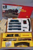 A BOXED TRI-ANG RAILWAYS OO GAUGE TRAIN SET, No.RS29, comprising class B12 locomotive No.61572, B.R.