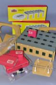 A QUANTITY OF BOXED AND UNBOXED HORNBY DUBLO LINESIDE BUILDINGS AND ACCESSORIES, majority are from