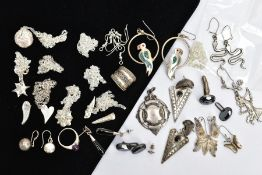 A BAG OF ASSORTED SILVER AND WHITE METAL JEWELLERY, to include a silver beaded and curb link