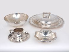 A large American silver tureen dish, Barbour Silver Company, Hartford, stamped sterling and 2000,