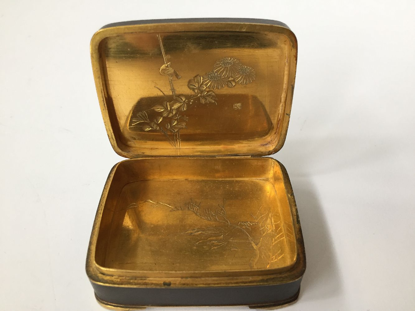 Two Komai style small pill boxes, late 19th early 20th century, one decorated with bamboo to - Image 12 of 12