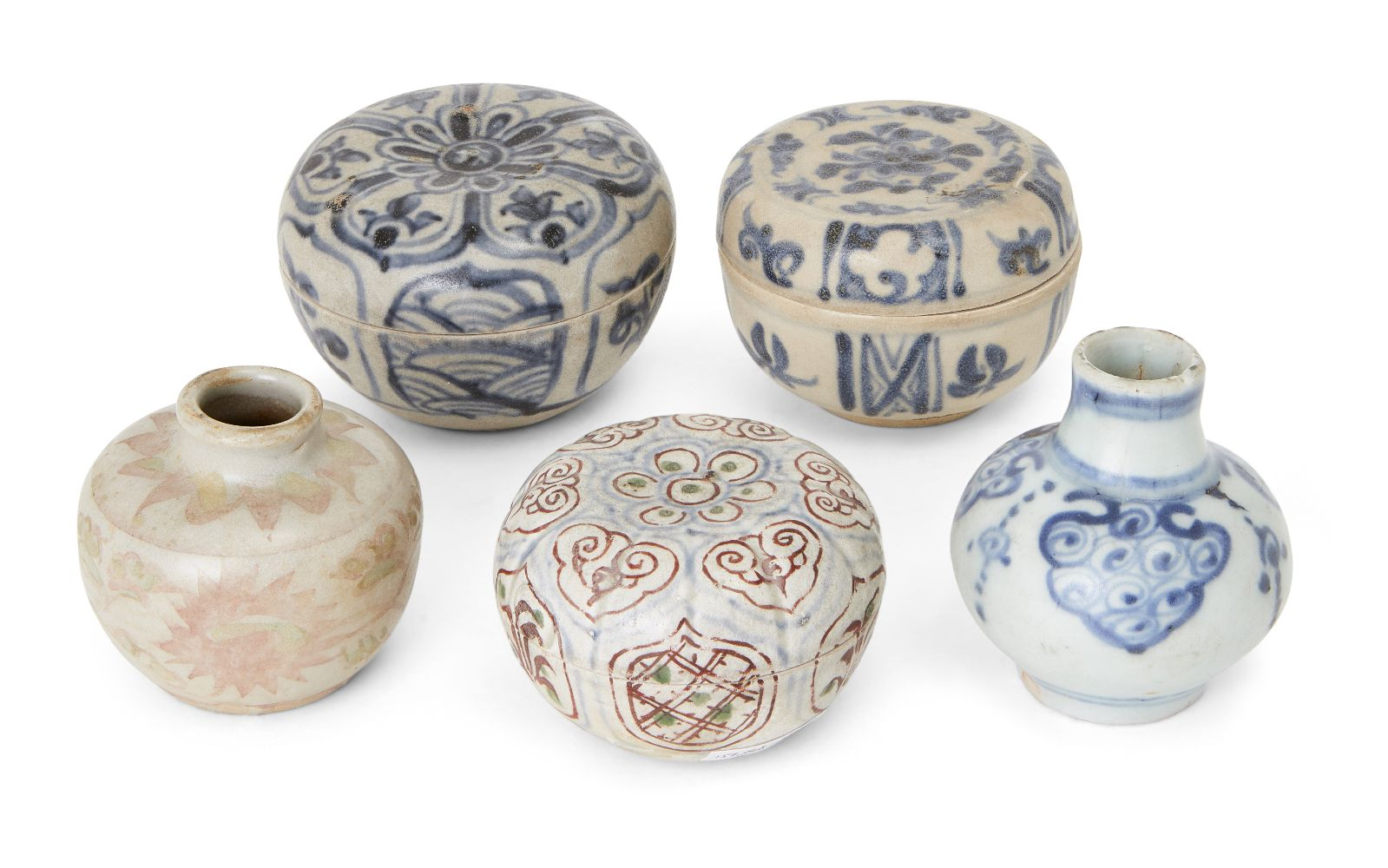 Five pieces of Chinese and Annamese porcelain, 15th/16th century, comprising a blue and white