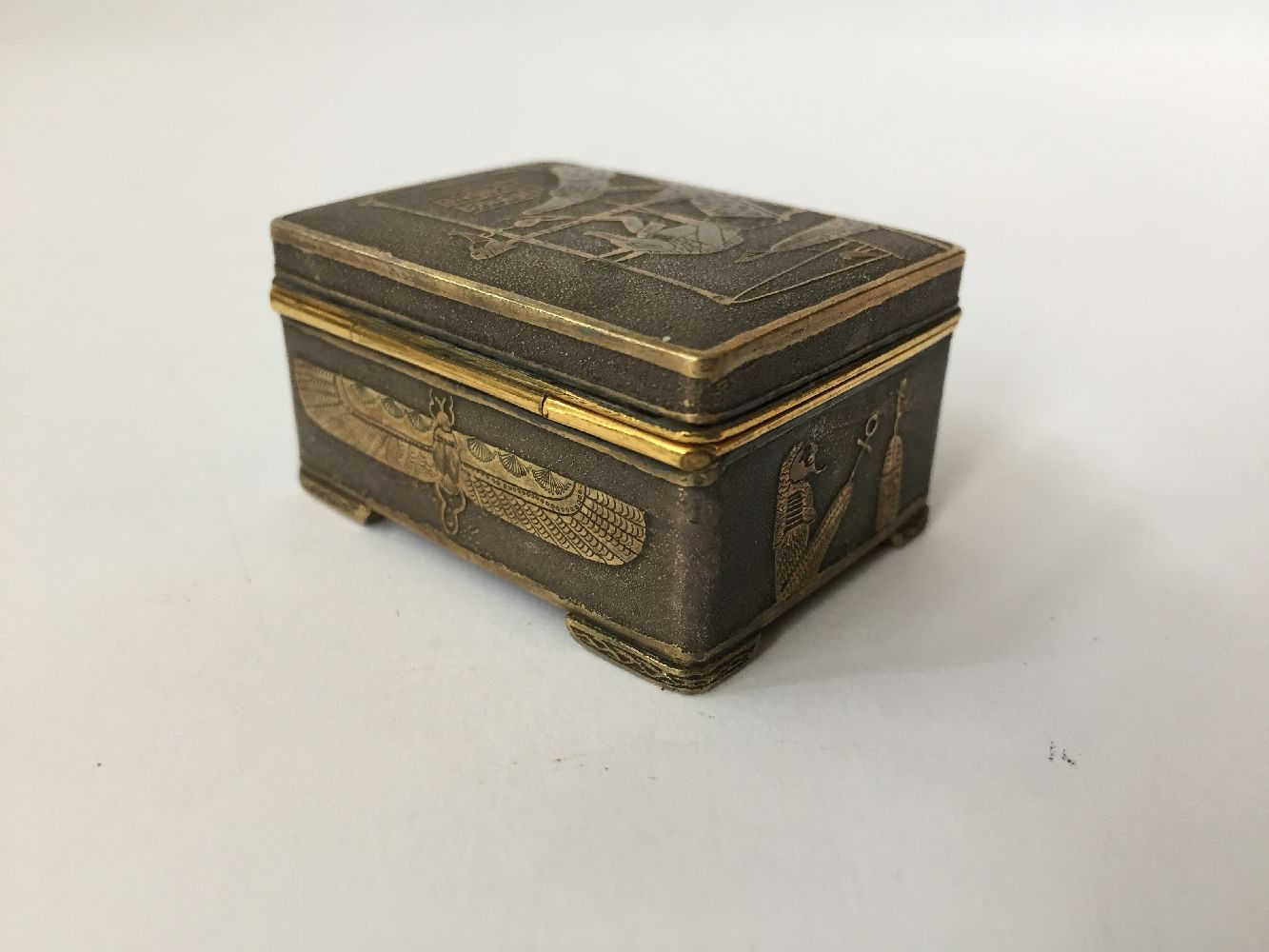 Two Komai style small pill boxes, late 19th early 20th century, one decorated with bamboo to - Image 9 of 12