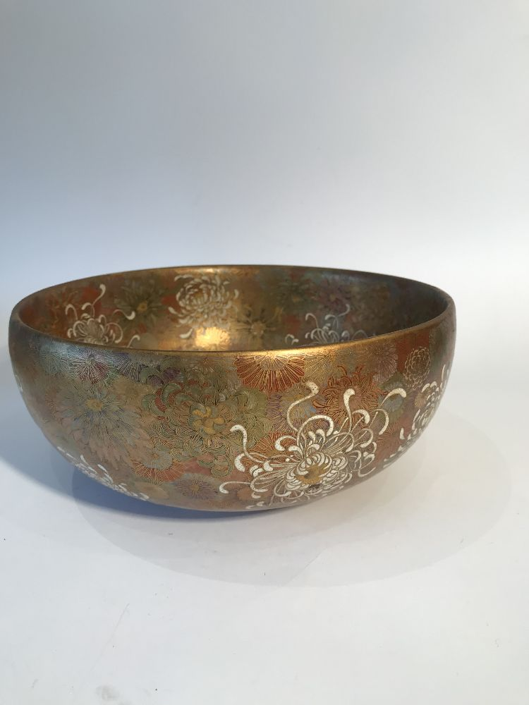 A Japanese Satsuma chrysanthemum bowl, Meiji period, decorated in gold, red, blue, green and - Image 12 of 12
