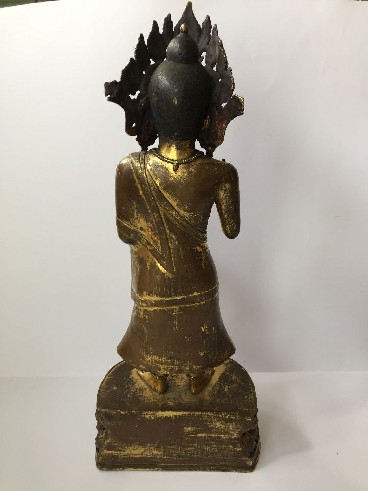 A large Sino-Tibetan gilt bronze standing figure of Avalokiteshvara, 17th century, the right hand is - Image 15 of 16