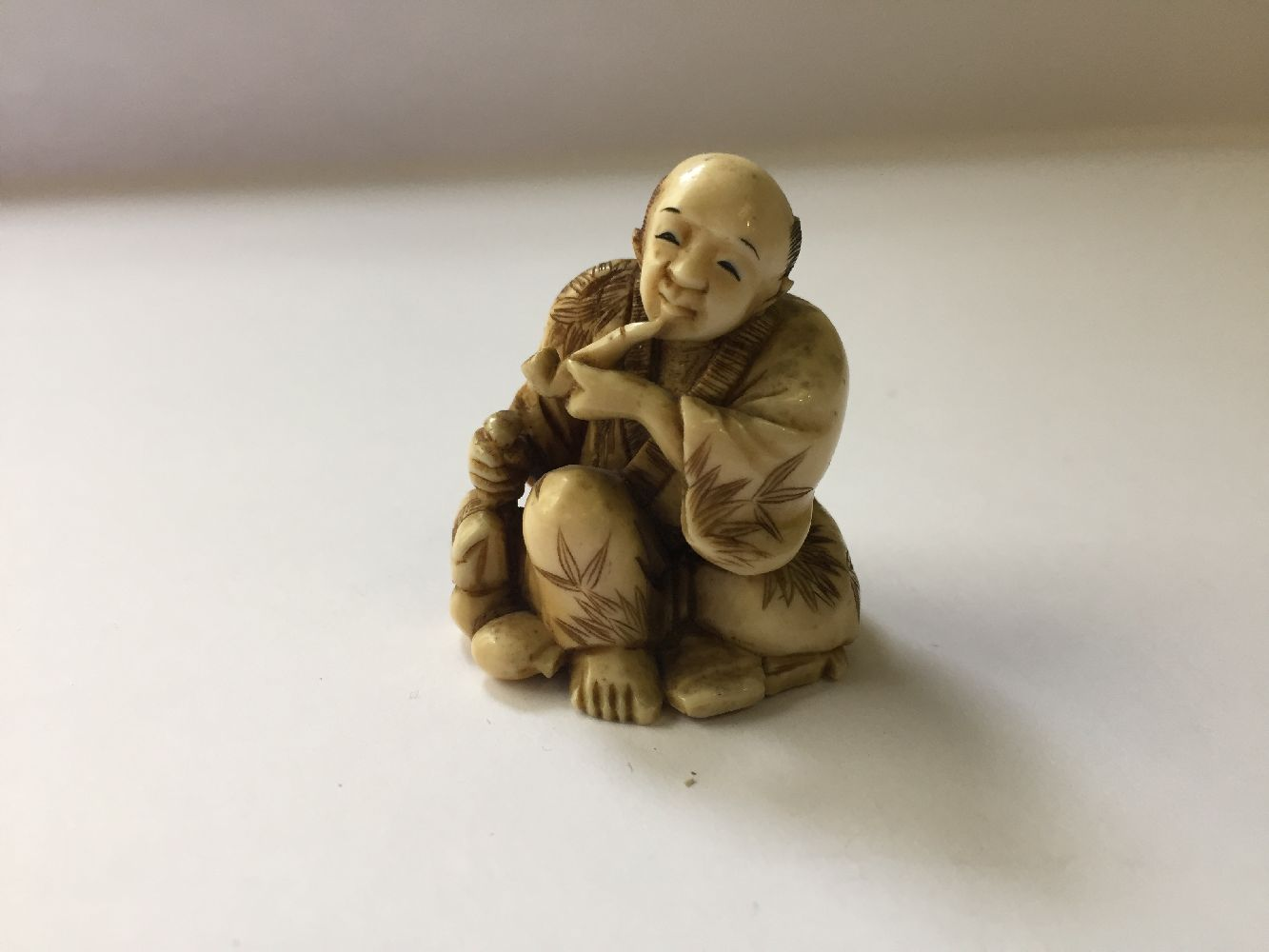 A collection of eleven ivory and horn Japanese netsuke, 19th century, to include a large netsuke - Image 5 of 33