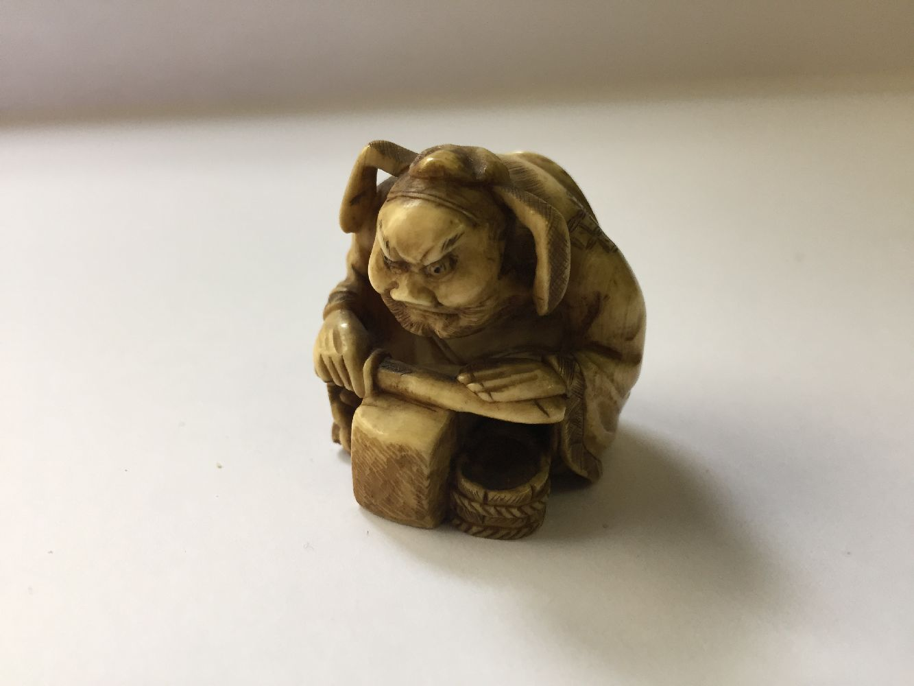 A collection of eleven ivory and horn Japanese netsuke, 19th century, to include a large netsuke - Image 14 of 33