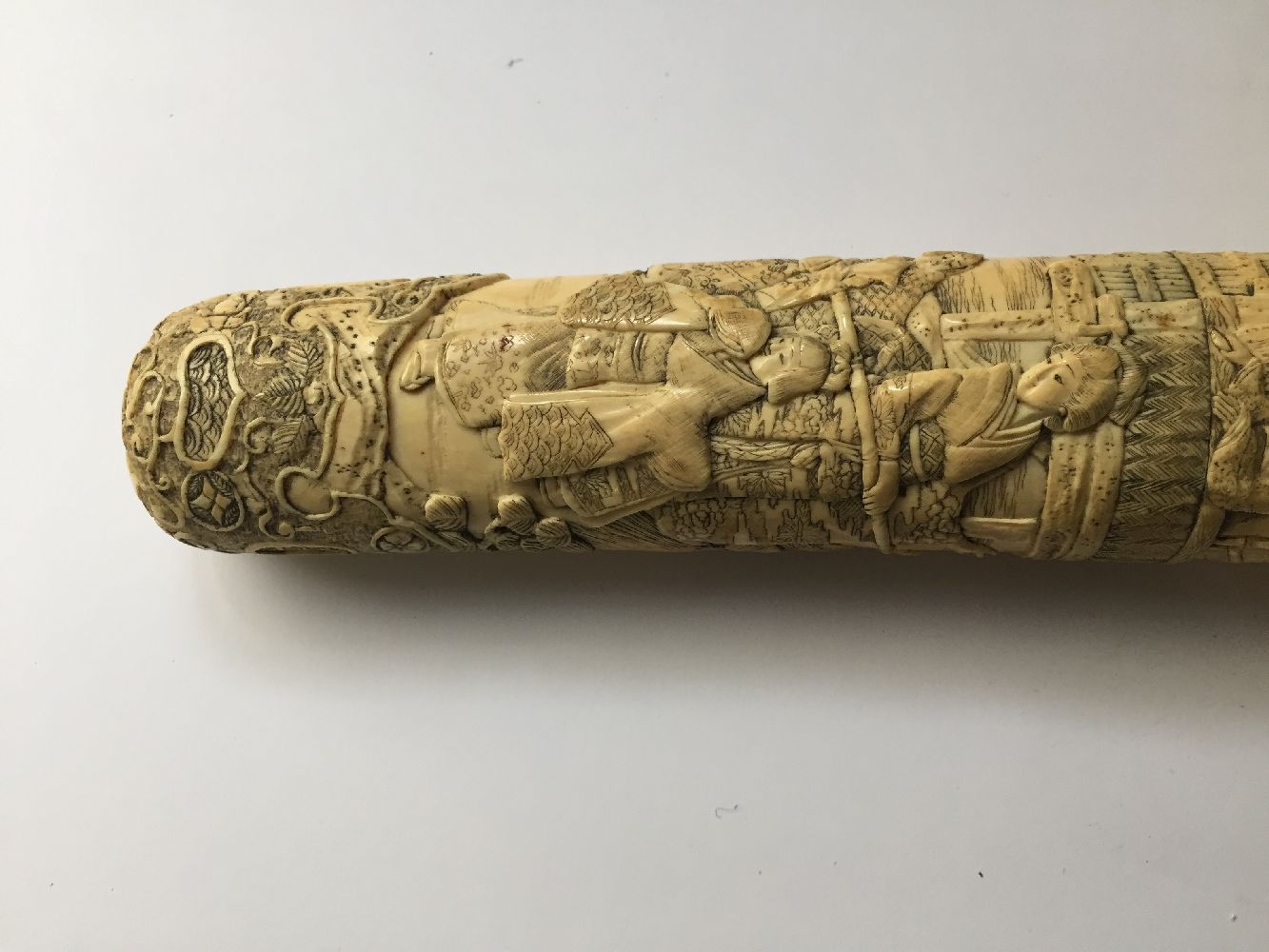 A Japanese carved ivory tanto, Meiji period, in slightly curved form, the scabbard and handle carved - Image 10 of 16