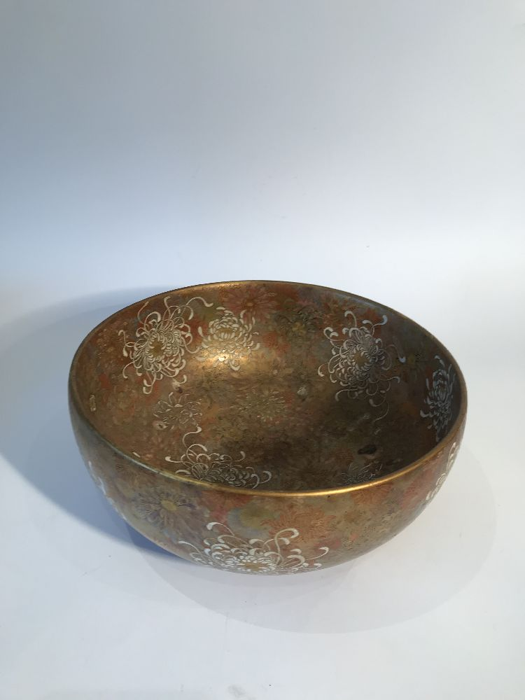 A Japanese Satsuma chrysanthemum bowl, Meiji period, decorated in gold, red, blue, green and - Image 4 of 12