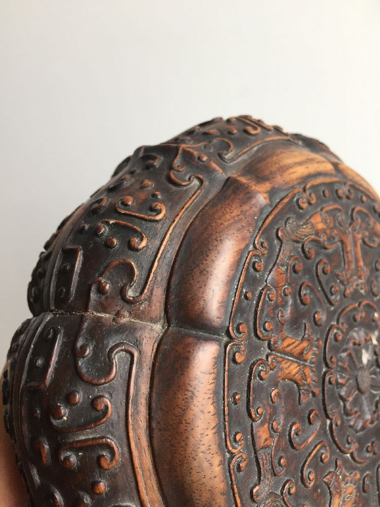 A Chinese carved suanzhi wood treasure box and cover, 18th/19th century, of decagonal lobed form - Image 20 of 24