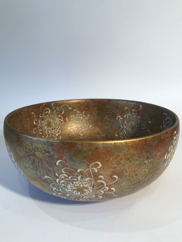 A Japanese Satsuma chrysanthemum bowl, Meiji period, decorated in gold, red, blue, green and - Image 3 of 12