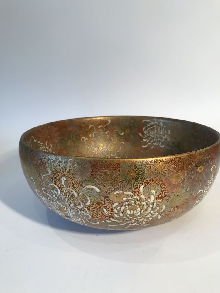 A Japanese Satsuma chrysanthemum bowl, Meiji period, decorated in gold, red, blue, green and - Image 2 of 12
