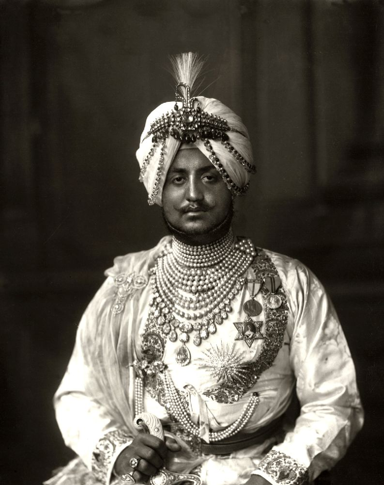 A diamond- and ruby-set gold sarpech formerly the property of the Maharaja of Patiala, Bhupinder - Image 3 of 3