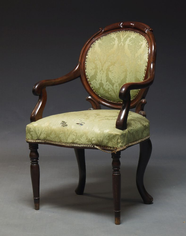 A set of five mahogany Hepplewhite style dining chairs, 20th Century, the shield shaped backrests - Image 2 of 2