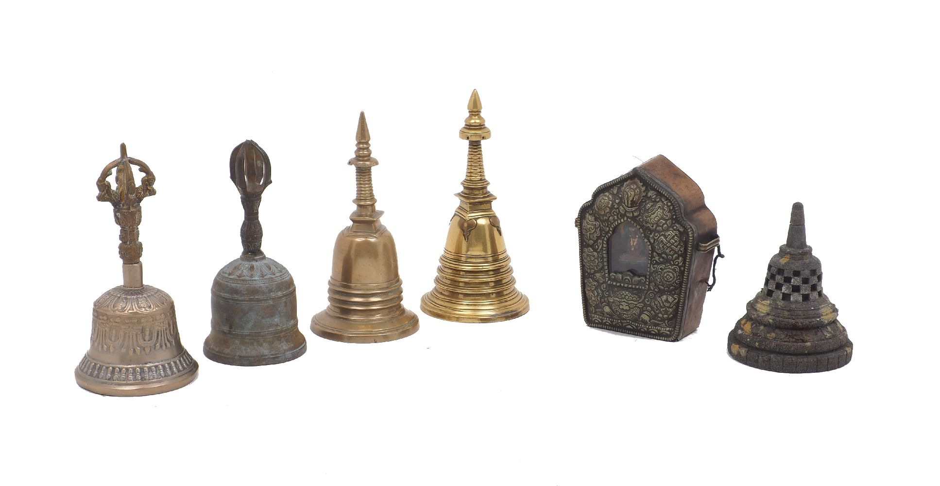 A Tibetan twin handled gau, with repousse metal front and copper body, 12cm high, together with four