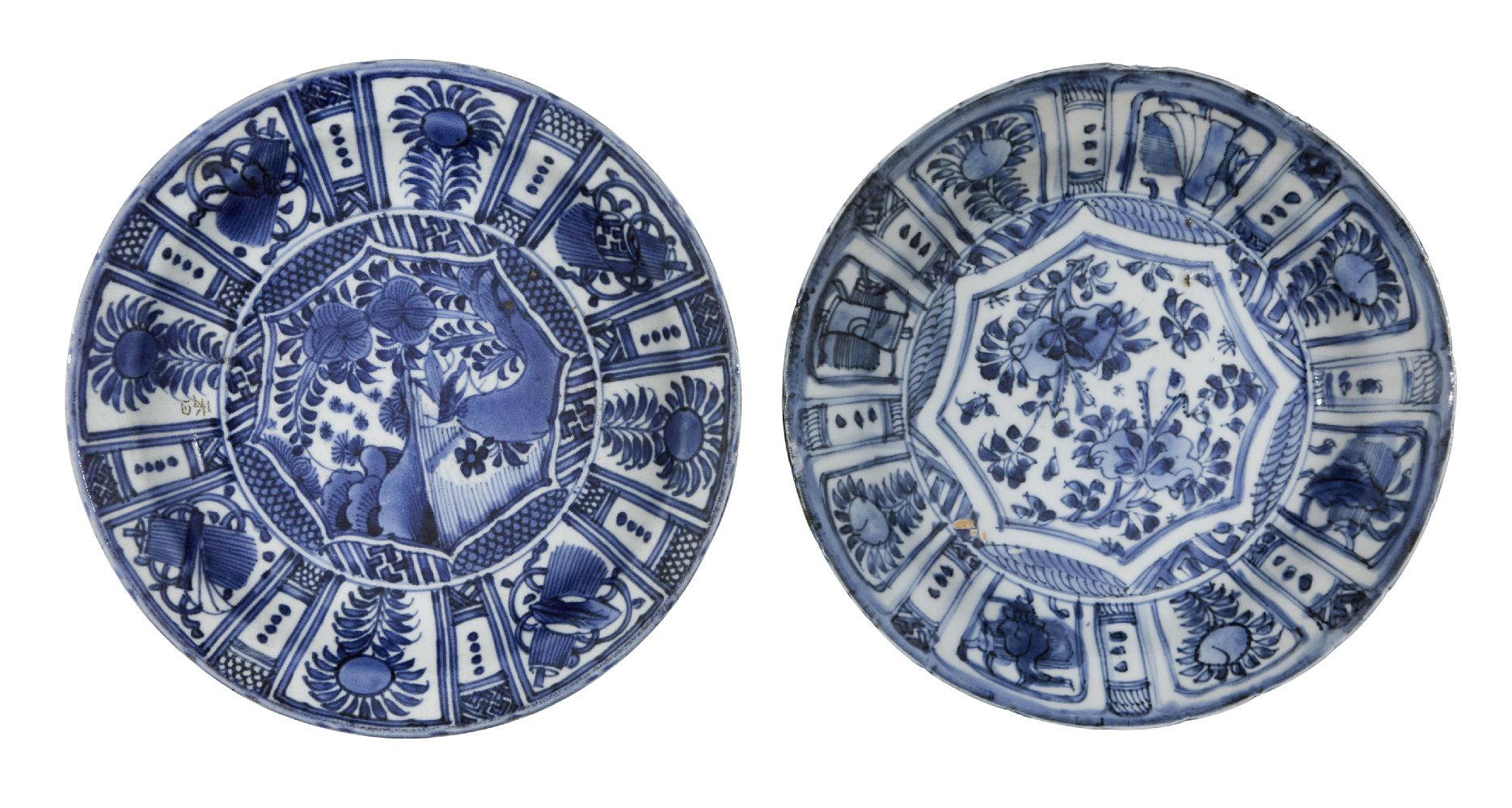 Two Chinese and Japanese export dishes, 17th century, each painted in underglaze blue with floral
