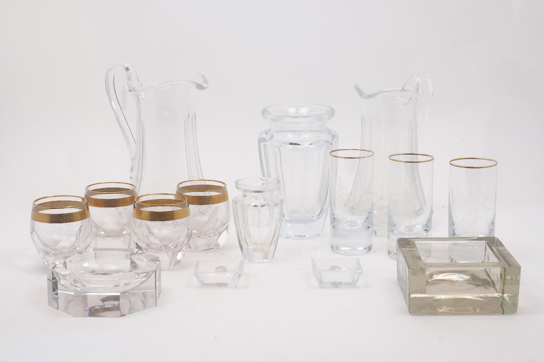 Modern Home: Featuring Ceramics, Decorative Arts, Photography, Craft, Lighting & Furniture