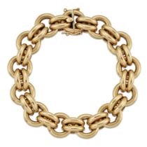 Amendment: The length should read 20cm and not 25cm as in the catalogue description. An 18ct gold