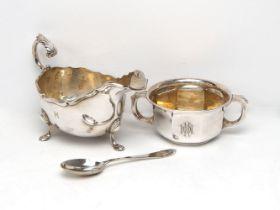 A cased silver porringer and spoon, the porringer Birmingham, c.1930, William Greenwood & Sons,