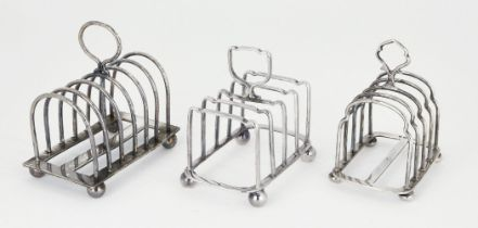 A silver five bar toast rack, Birmingham, c.1946, Hukin & Heath, the shaped, rounded bars to loop