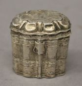 A Dutch silver snuff box. 4 cm high. 20.