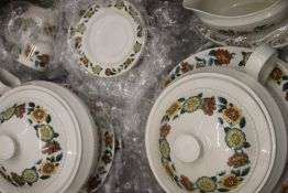 A large quantity of various porcelain tea and dinner wares,