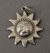 A 925 silver pendant formed as the sun. 2.5 cm high. 3.4 grammes.