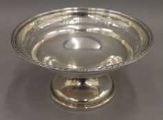 A silver tazza. 21 cm diameter. 11.1 troy ounces.