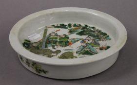 A Chinese famille verte porcelain dish. 21 cm diameter.