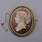 A fine quality 19th century unmarked cameo brooch/pendant. 5.5 cm high. 38.1 grammes total weight.