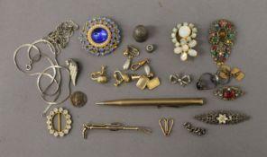 A quantity of miscellaneous vintage jewellery, etc.